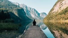 Innere Zufriedenheit und Ausgeglichenheit durch Meditation - KostenloseKurse.com