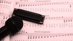 101 Blues riffs - learn how the harmonica superstars do it!