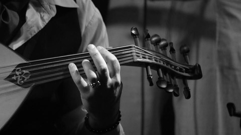 Changing Oud strings like a luthier